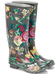 Vintage themed rain boots or wellies, as they say across the pond! Floral Wellies, Floral Boots, Funky Wellies, Wellies Boots, Shoe Boots, Floral Fashion, Vintage Floral, Passion For Fashion, Designer Shoes
