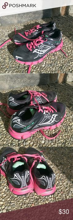 Saucony Natural Series Mirage 4 Pink & Black Great condition Saucony Shoes Athletic Shoes