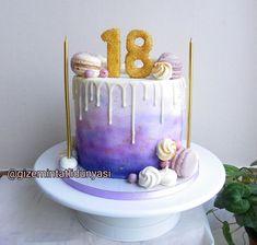 (@gizemintatlidunyasi):💜 #Sweet18 #handpaintedcake #dripcake #macaroncake Macaron Cake, Hand Painted Cakes, Drip Cakes, Cupcake Cookies, Cake Pops, Cake Pop, Macaroon Cake, Cakepops