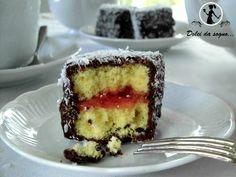 I lamingtons sono dei dolcetti molto golosi e semplicissimi da preparare. Tipici dell'Australia si possono trovare in diverse varianti