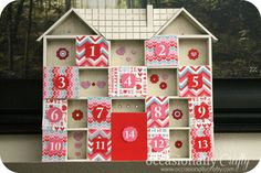 Here are 12 ways to countdown to Valentine's Day! I absolutely love having the tradition of a countdown to Valentine's Day with my family and here are several… Cute Valentines Day Ideas, Valentines Day Birthday, Little Valentine, Valentine Day Love, Valentines Day Decorations, Valentine Day Crafts, Candy House, Day Countdown, Paper Chains