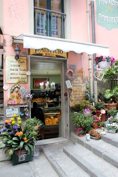 Foods to Try in Cinque Terre Focaccia shop in Riomaggore main street - 6 Local Foods to try in Cinque Terre, Italy Italy Vacation, Italy Travel, Italy Trip, Italy Italy, Rome Travel, Oh The Places You'll Go, Places To Visit, Riomaggiore, Voyage Europe