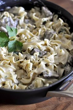 This rich and creamy Beef Stroganoff is the perfect thing to make if you want to warm yourself up on a cold night. It's full of flavor and easy enough to make on those busy nights during the week. Stroganoff Recipe, Beef Stroganoff, Foil Packet Meals, Cube Steak, Salisbury Steak, Egg Noodles, Potato Soup, Menu Planning, Pork Chops