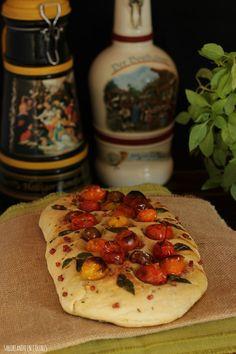 SABOREANDO EN COLORES: Focaccia con tomates cherry Calzone, Empanadas, Vegetable Pizza, Tacos, Food And Drink, Mexican, Bread, Vegetables, Ethnic Recipes