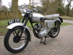 Triumph Tiger Cub Junior 1958 with nacelle, bikinis, in crystal grey Triumph Motorcycles, Cars And Motorcycles, Cycle Pic, Triumph Tiger, Tiger Cubs, Classic Bikes, Vintage Bikes, Bike Stuff, Cool Bikes