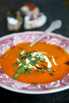 Clemmensen and Brok: Easy soup Hokaido Pumpkin soup with ginger, served with small tapas bites. Raw Food Recipes, Italian Recipes, Soup Recipes, Pumpkin Soup, Pumpkin Recipes, Go Veggie, How To Eat Better, Greens Recipe, Fabulous Foods