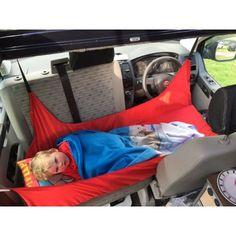Kinderbett beim Campen auf den Frontsitzen