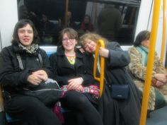 4 nacionalidades, brasileña(Isadora), francesa(Leslie), Marita (peruana), y española.