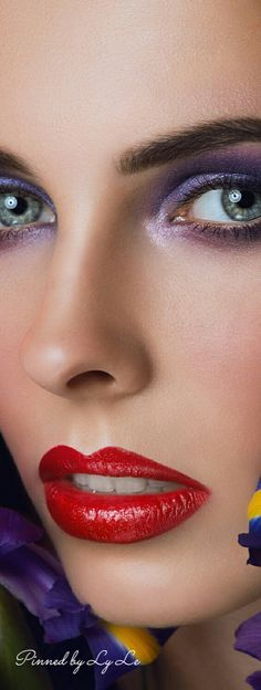 Stunning make up Most Beautiful Faces, Stunning Eyes, Beautiful Gorgeous, Beauty Makeup, Eye Makeup, Dior Makeup, Perfect Red Lips, Freckles Girl, Eyes Lips Face