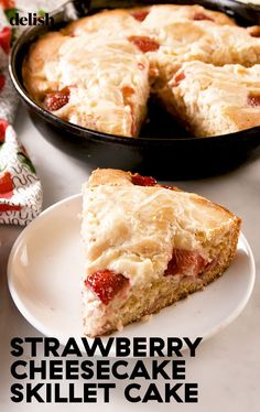 Strawberry Cheesecake Skillet Cake Is Everything Delish Strawberry Cheesecake, Strawberry Recipes, Cheesecake Recipes, Dessert Recipes, Fried Cheesecake, Strawberry Cakes, Cheesecake Bars, Skillet Cake, Cast Iron Recipes