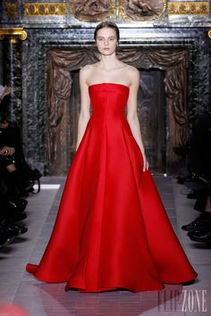 Valentino - Couture - Spring-summer 2013 - http://en.flip-zone.com/fashion/couture-1/fashion-houses/valentino - ©PixelFormula