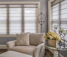 Alustra® Woven Textures® roman shades combine chic sophistication with relaxed and effortless style in the 45th Symphony Kansas City Designers Showhouse. ♦ Hunter Douglas window treatments #LivingRoom