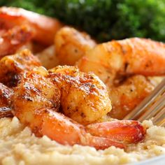 Spicy Shrimp with Cauliflower Mash and Garlic Kale - Pinch of Yum Dinner Recipes For Kids, Healthy Dinner Recipes, Vegetarian Recipes, Cooking Recipes, Diner Recipes, Healthy Fruits, Healthy Eating, Healthy Food, Garlic Kale