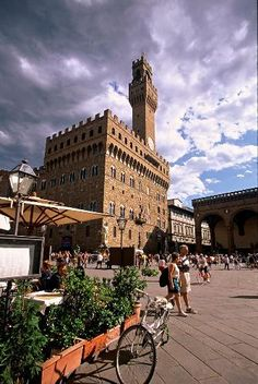 Palazzo Vecchio in Piazza della Signoria, Firenze, Toscana Italia. Places Around The World, The Places Youll Go, Travel Around The World, Places To See, Around The Worlds, Pisa, Cinque Terre, Firenze Italy, Tuscany Italy