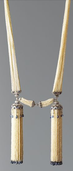 Art Deco Bayadère necklace ca. 1920 by Joseph Chaumet in platinum with diamonds, sapphires and seed pearls. Tassel Jewelry, Pearl Jewelry, Indian Jewelry, Antique Jewelry, Vintage Jewelry, Jewelry Necklaces, Antique Pearl Necklace, Bijoux Art Deco, Art Deco Jewelry