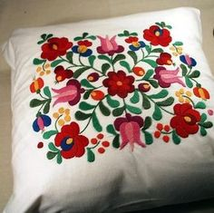 hungarian embroidery Después del punto de cruz este es mi siguiente reto