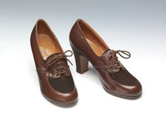 1942, England - Pair of shoes by Burlington FHW Utility - Glacé kid leather with metal tips on laces