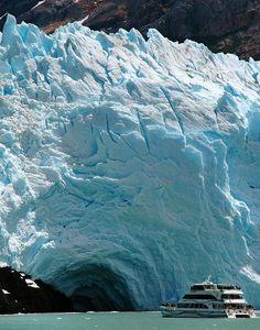 Mini crucero en la región de la patagonia argentina.