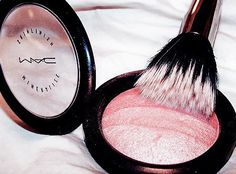 All of the MAC makeup colors are so pretty. I love this blush!