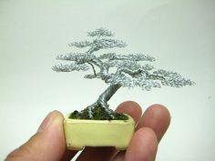 Bonsai bomen van ijzerdraad zijn lief