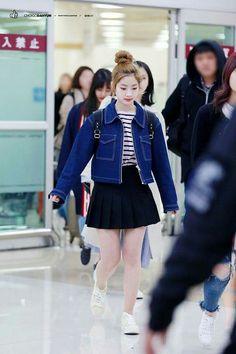 TWICE no aeroporto internacional de Gimpo de volta a Coréia.