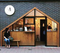 Shop front door design signage 39 Ideas for 2019 Cafe Shop Design, Cafe Interior Design, Bubble Tea Shop, Small Coffee Shop, Shop Facade, Shop Doors, Front Door Design, Store Front Design, Coffee Stands