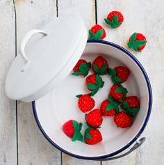 Felt strawberries, felt food Felt Food, Strawberries, Raspberry, Fruit, Sewing, Strawberry Fruit, Dressmaking, Sew, Stitching