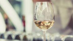 «Το κρασί είναι ένα από τα πιο πολιτισμένα πράγματα στον κόσμο» κατά τον συγγραφέα Ernest Pinot Gris, Sauvignon Blanc, Napa Valley, Italian White Wine, Need Wine, Table Etiquette, Wine Subscription, Wine Tasting, Chocolate Desserts