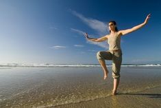 Egy egyszerű gyakorlat, ami segít a demencia megelőzésében – Nagybetűs Élet Reiki, Health 2020, Tai Chi, Sunny Days, Spirituality, Health Fitness, Ocean, Beach, Sports