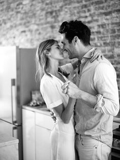 Naturally Beautiful And Intimate Engagement Photos At Home