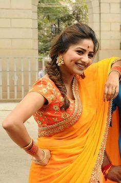 Beautiful Blonde Girl, Beautiful Girl Indian, Beautiful Girl Image, Beautiful Saree, Beautiful Indian Actress, Beautiful Actresses, Beautiful Women, Indian Actress Hot Pics, Indian Actresses