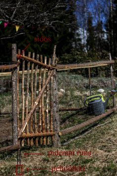 Easy handy, an all pretty gate to veggie garden. Hand made, in Alussa oli Vehkosuo