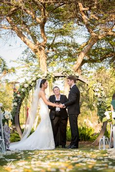 Another stunning wedding in the books at the San Diego Zoo Safari Park! Thank you to Rachel Jay of France Photographers for the kind words and always doing an amazing job for our couples! Safari Wedding, San Diego Wedding Venues, Nature Inspired Wedding, Wedding Photos, Wedding Ideas, San Diego Zoo, Destination Weddings, Floral Wedding, Jay