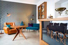 Der Retrosalon durfte die Inkerella, ein Tattoo Studio, einrichten: Möbel, Beleuchtung, Dekoration, Bodenbelag, Tapeten, Pflanzen, einfach alles! Smilla Dankert hat unser Projekt in wunderschöne Bilder gefasst! Danke für die Tischleuchte von Industriestil Deluxe! #Retrosalon #InteriorDesign #Inneneinrichtungen #Design #Inneneinrichter #IndustrieStilDeluxe #OXNBLT #SmillaDankert #Inkerella #Vintage #Furniture #VintageFurniture #RetroDesign #Retro #InteriorDesign #TattooStudios #Interieur #Petrol Interiordesign, Tattoo Studio, Conference Room, Furniture, Vintage, Ideas, Home Decor, Studio Decorating, Beautiful Images