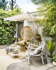 Deze bamboe luifel geeft je niet alleen een instant vakantiegevoel, het is ook nog eens een betaalbare én mooie oplossing voor zonwering. Zie jij jezelf al zitten? #creatiefmetkwantum #libelle #zonwering #tuin #tuinidee #diy #zelfmaken #bamboe Outdoor Rooms, Outdoor Gardens, Outdoor Living, Outdoor Decor, Garden Inspiration, Interior Inspiration, Diy Generator, Barbacoa, Beach Tent