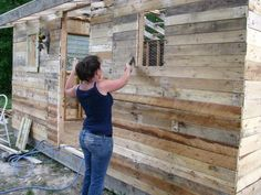 Coop from pallets, very cost effective....if i ever want 25 chickens that is! :)