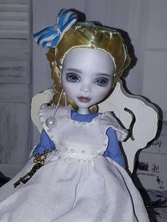 Hey, I found this really awesome Etsy listing at https://www.etsy.com/listing/518698998/ooak-lagoona-blue-monster-high-doll