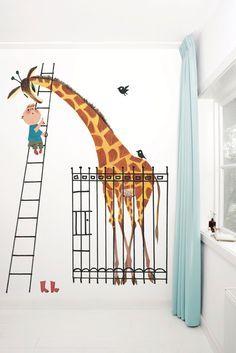 <3 Fotobehang van KEK Amsterdam - Wallpaper Story 040 'Giant Giraffe' door Fiep Westendorp