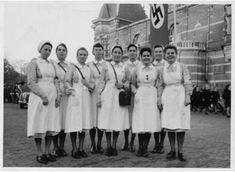 10 Snapshots of Nursing in WWII Germany German Girls, German Women, Cna Programs, History Of Nursing, Ww2 Women, Germany Ww2, Vintage Nurse, Nursing Notes, Red Cross