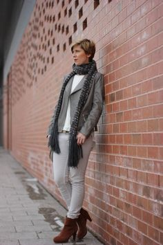Es wird Frühling und damit werden die Farbe wieder heller... und die Jacken dünner.... :-)  http://www.ahemadundahos.de/wunderschoene-bloggerwelt/