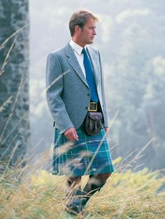 Google Image Result for http://www.kinlochanderson.com/media/catalog/product/cache/1/image/5e06319eda06f020e43594a9c230972d/t/h/the_kinloch_anderson_day_kilt_jacket_in_any_tweed_special_order_dj-at.jpg