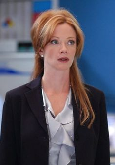 Picture: Lauren Holly in 'NCIS.' Pic is in a photo gallery for Lauren Holly featuring 13 pictures. Ncis Season 3, Season 1, Ncis Jenny, Ncis Tv Series, Leroy Jethro Gibbs, Ncis Cast, Lauren Holly, Julie Benz, Ncis New