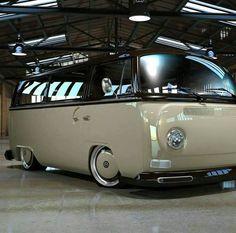 Kombi--sweetest one I've ever seen! Volkswagen Transporter, Volkswagen Bus, Vw T1 Camper, Kombi Clipper, Vw Minibus, Combi Ww, Vw Camping, Vw Vintage, Cool Vans