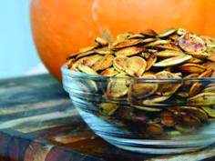 Aperitif with nuts - Clean Eating Snacks Roasted Pumpkin Seeds, Roast Pumpkin, Pumkin Seeds, Quick Recipes, Light Recipes, Fall Recipes, Clean Eating Recipes, Clean Eating Snacks, Halloween Appetizers