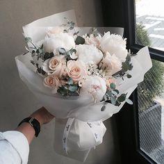 레슨 주문 문의 카톡ID vaness52 . #vanessflower #vaness #flower #florist #flowershop #handtied #flowergram #flowerlesson #flowerclass #바네스 #플라워 #바네스플라워 #플라워카페 #플로리스트 #꽃다발 #부케 #원데이클래스 #플로리스트학원 #화훼장식기능사 #플라워레슨 #플라워아카데미 #꽃스타그램 . . . #꽃다발 #핸드타이드 . . 빗길 조심하세요