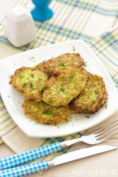 Try these delicious paleo friendly and AIP approved spaghetti squash hash browns for a salty and satisfying breakfast treat! South Indian Breakfast Recipes, Paleo Breakfast, Courge Spaghetti, Spaghetti Squash, Healthy Balanced Diet, Healthy Eating, Turkish Recipes, Vegetable Dishes, Tasty Dishes