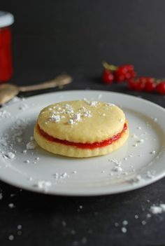 Delicious Strawberry Cookie Sandwiches!