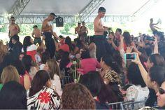 Quartel Mexicano Celebra o Dia Da Mulher Com Policiais Strippers http://www.shocktv.biz/quartel-mexicano-celebra-o-dia-da-mulher-com-policiais-strippers/