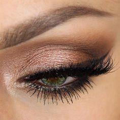 Amo!!!!!!! #shine #bronze #brown #minieyeliner #tambasco #nadiatambasco #lovemakeup {Para esse efeito iluminado mais bronze, amo usar o pigmento da Mac cor Tan } @maccosmetics