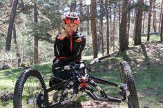 La atleta paralímpica Gema Hassen-Bey corona el Monte Abantos en handbike